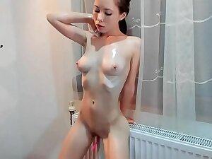 petite aux seins naturels parfaits