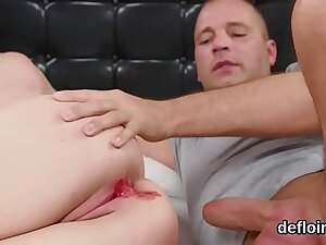 Fervent chick gapes spread muff with the addition of gets devirginized